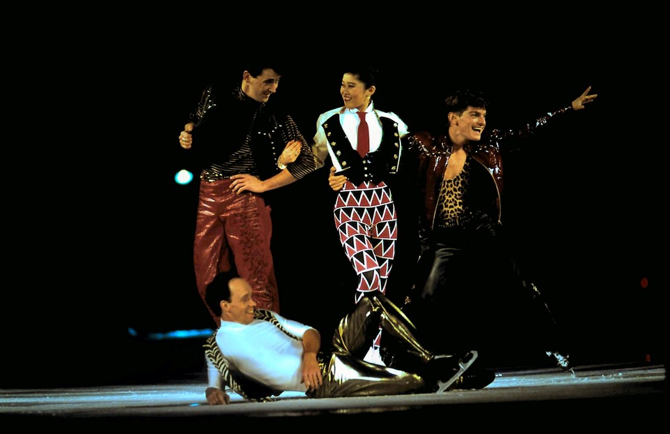Kristi Yamaguchi, Scott Hamilton and Paul Wylie performing to Queen, 1993