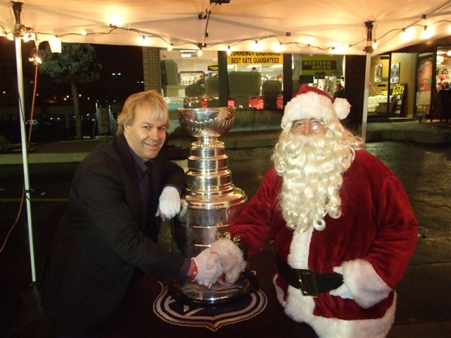 Phil Pritchard with the Cup and Santa. Photo courtesy of HHOF Archives